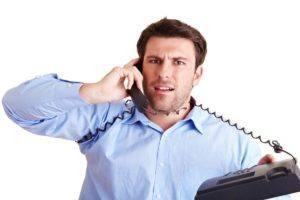 Wieso ein normales Telefon Ihrer Produktivität schadet und was Sie dagegen tun können - Telefonschulter